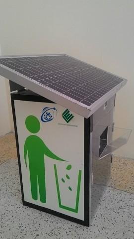 Thùng rác thông minh sử dụng năng lượng mặt trời