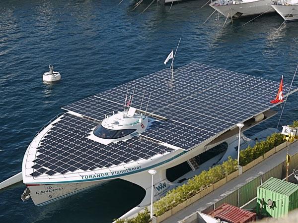 Thuyền hoạt động bằng năng lượng mặt trời